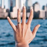 Guía para tomar la mejor selfie de tu anillo de compromiso