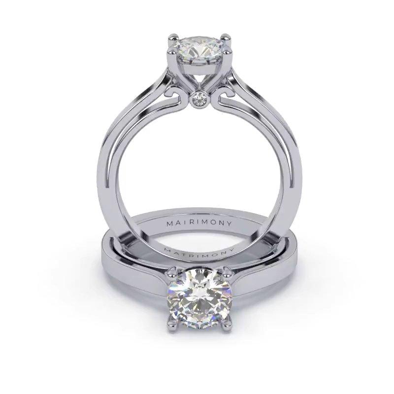 Disfruta la elegancia de este anillo de compromiso solitario con un diamante redondo y un detalle clásico que hace lucir la belleza del pasado y la elegancia del futuro. Este modelo se encuentra disponible con piedras de zirconia o diamante y en oro de 9k, 14k, 18k ó platino.