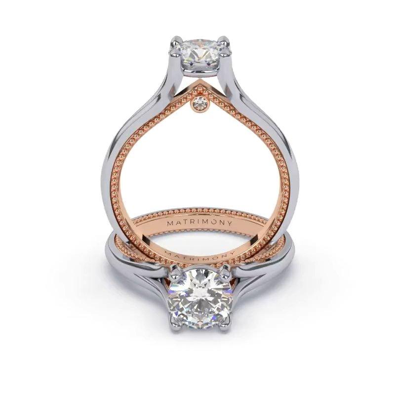 Disfruta la elegancia de este anillo de compromiso con un diamante redondo. Este modelo se encuentra disponible con piedras de zirconia o diamante y en oro de 9k, 14k, 18k ó platino.