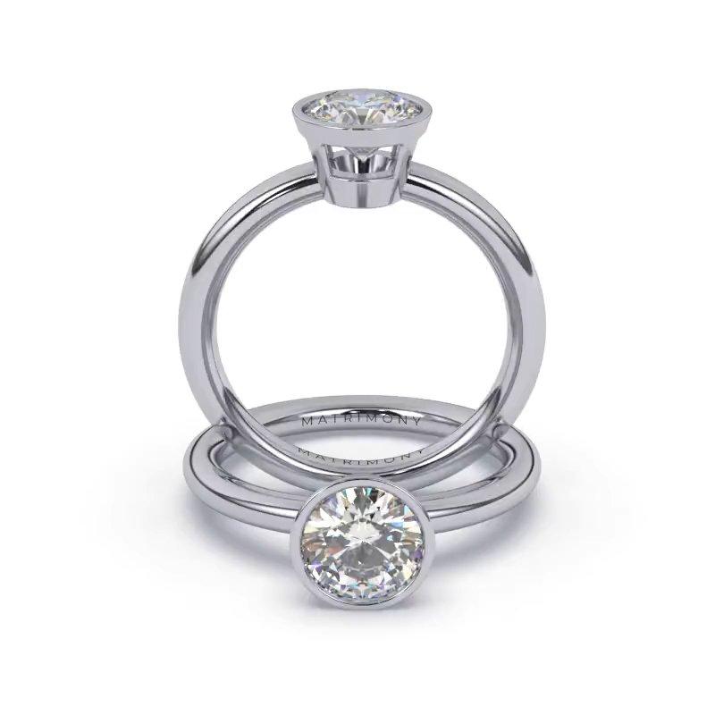 Hermoso anillo de compromiso solitario en bisel con un diamante redondo. Este modelo se encuentra disponible con piedras de zirconia ó diamante y en oro de 9k, 14k, 18k ó platino.
