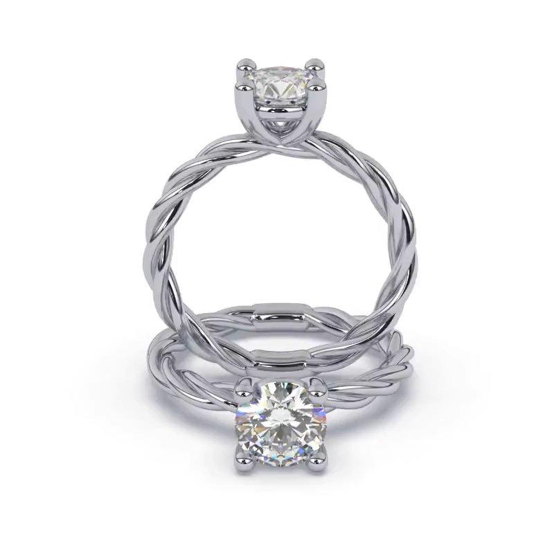 Hermoso anillo de compromiso solitario torsal con diamante redondo. Este modelo se encuentra disponible con piedras de zirconia o diamante, además de poderse crear con oro de 9k, 14k, 18k y platino.