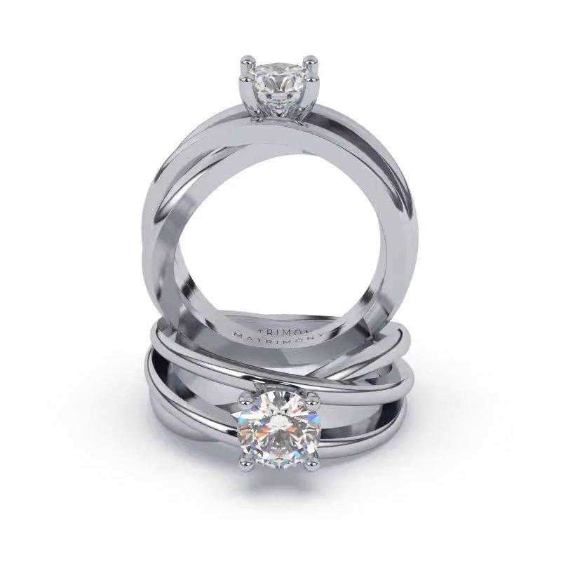 Hermoso anillo de compromiso con diamante redondo. Este modelo se encuentra disponible con piedras de zirconia ó diamante y en oro de 9k, 14k, 18k ó platino.