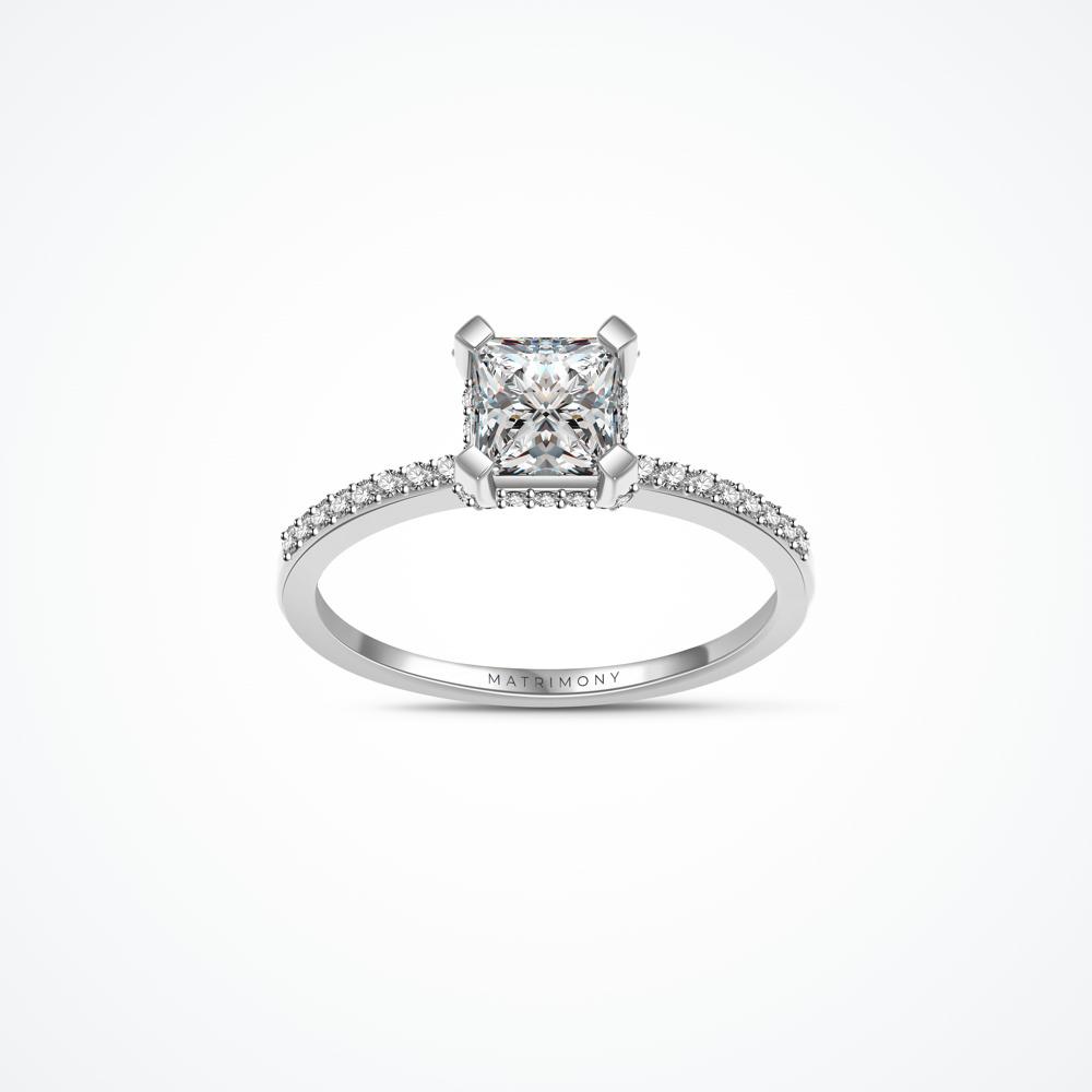 Anillo de compromiso con diamante central corte princess con piedras laterales y en la montadura